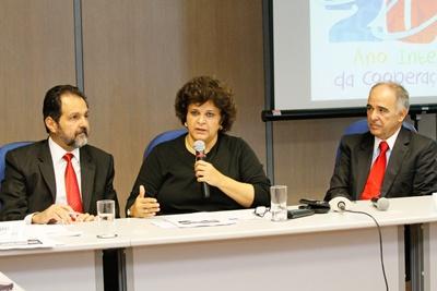 Ministra do Meio Ambiente apresenta Pacto ao lado do diretor-presidente da ANA (à dir.) e do governador do DF - Divulgação MMA