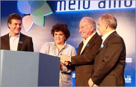 Governador do Paraná (à esq.) assina adesão ao Pacto