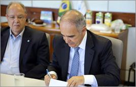 Diretor-presidente da ANA assina acordo - Raylton Alves / Banco de Imagens ANA