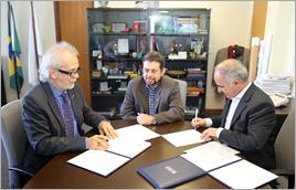 Assinatura do Memorando pelos diretores-presidentes da ANA e do CPRM