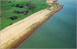 Margens secas do rio Paraná (MS) - Raylton Alves / Banco de Imagens ANA